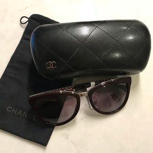 CHANEL Cat eye sunglasses A71183